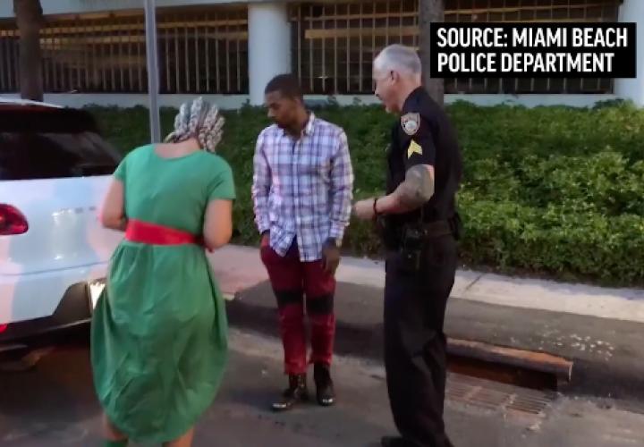 Joven le pide ayuda a la policía para pedirle matrimonio a su novia (Video)