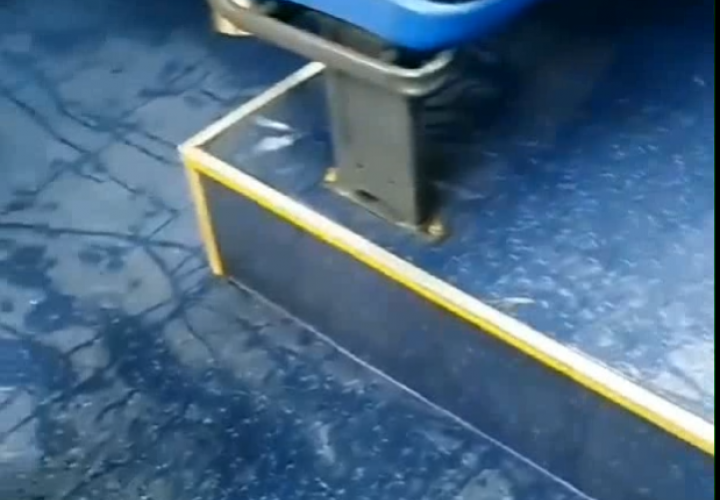 Lluvia por todas partes en este Metrobús