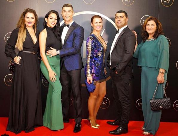 El jugador de la Juventus y su familia. Foto: Instagram