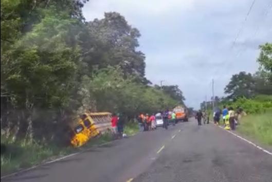 La policía del Tránsito pidió a los conductores manejar con precaución para evitar este tipo de accidente. / Foto: Mayra Madrid
