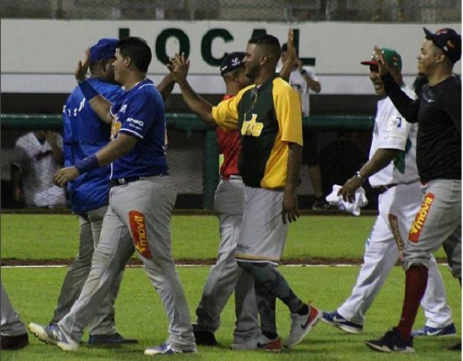 Jugadores del Atlántico festejan el triunfo. Foto: Fedebeis