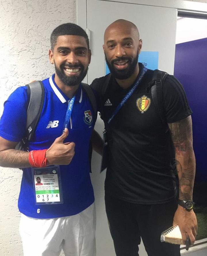Gabriel Gómez y el exjugador francés Thierry Henry.