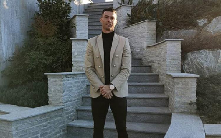 Cristiano Ronaldo hace poco anuncio la apertura de una clínica del grupo Insparya de trasplante capilar. Foto: Instagram