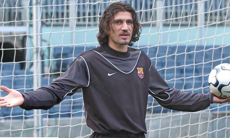 El exfutbolista turco  jugó 2004 a 2006 jugador del Barcelona.
